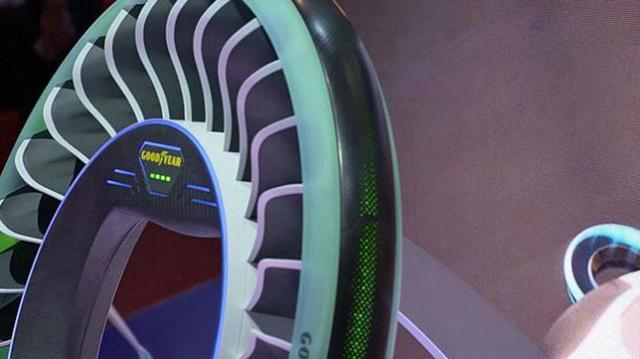 这款轮胎使用磁悬浮转动,翻转后变飞机螺旋桨,估计9012年量产