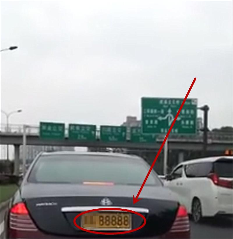 """""""黄牌""""迈巴赫62S现四川,挂250万牌,数字5个8,车主身价425亿"""