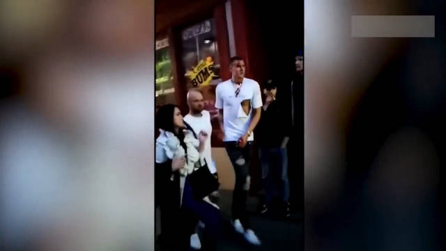 波尔津吉斯在老家的一家酒吧被俄罗斯的尼克斯球迷打了
