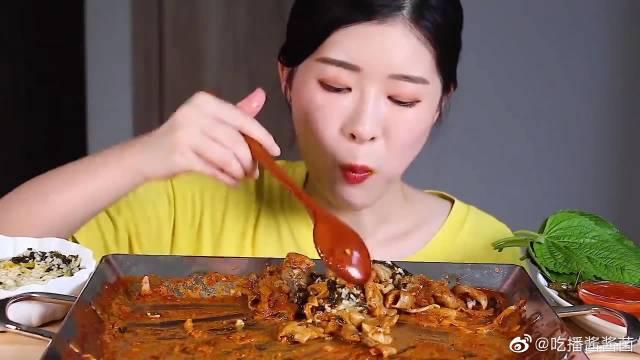 吃芝士宽粉猪大肠,我也超爱吃重口味的肥肠