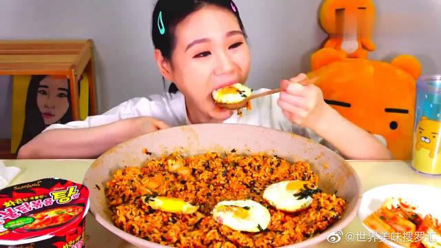 韩国大胃王卡妹,试吃韩国酱油拌饭,满满一大碗吃的太过瘾了