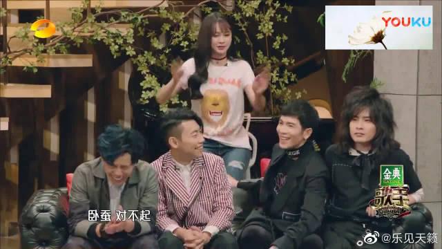 李健演唱《异乡人》,深情演绎让现场观众感动不已