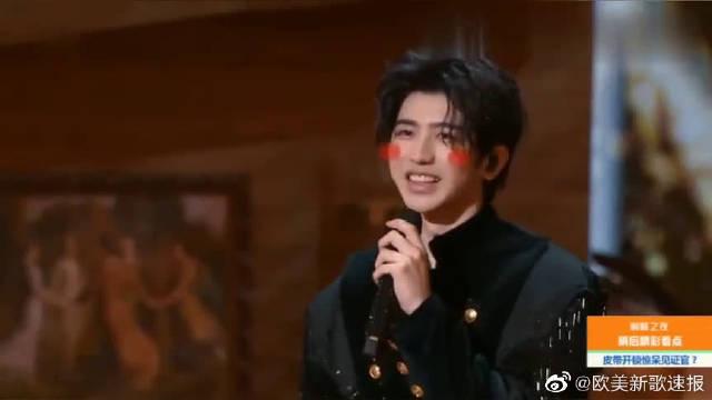 巅峰之夜:蔡徐坤讲英语,这声音太酥了,你们爱了吗?