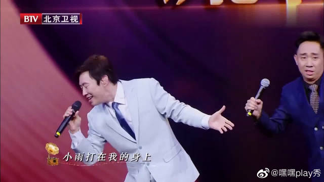 跨界喜剧王:费玉清登台深情演唱《小雨打在我身上》太赞了