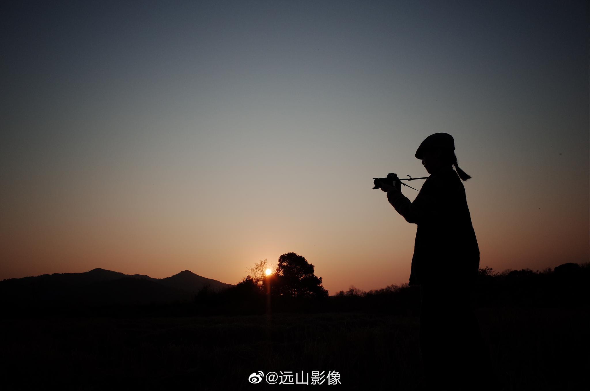 夕阳下的剪影