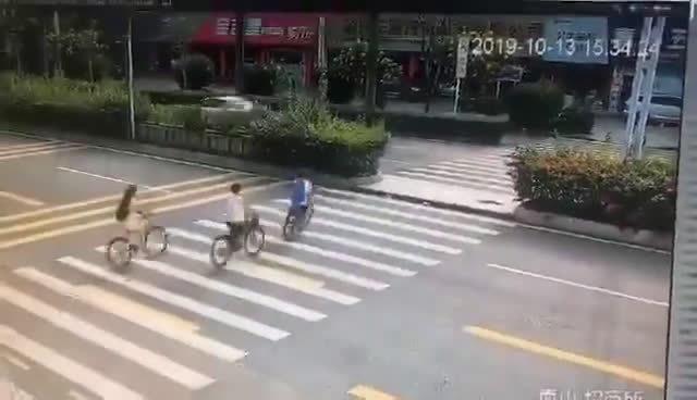 唉,不看路,不减速。