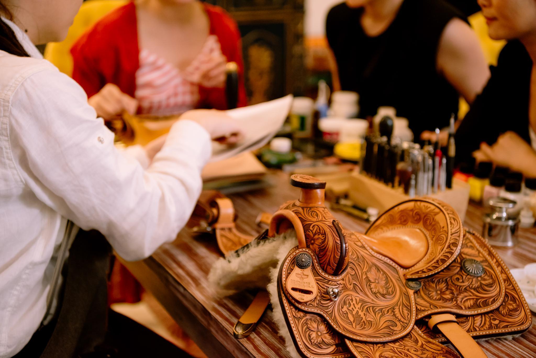 90后女孩跨界引领汽车+皮雕新品类 ——咸哥皮雕创始人咸哥访谈录