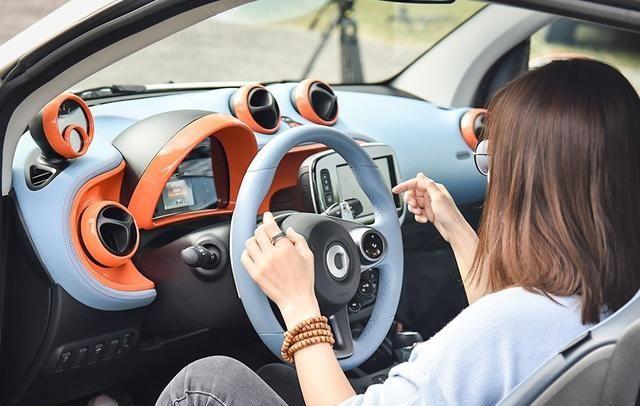 巴博斯smart fortwo只为精益求精,开起来很舒服,展示汽车风采