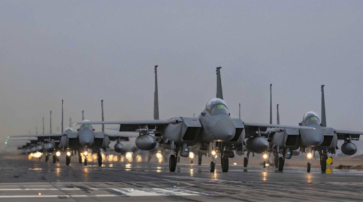 3000美军驻扎后!沙特罕见强硬出手,对邻国狂轰乱炸48小时