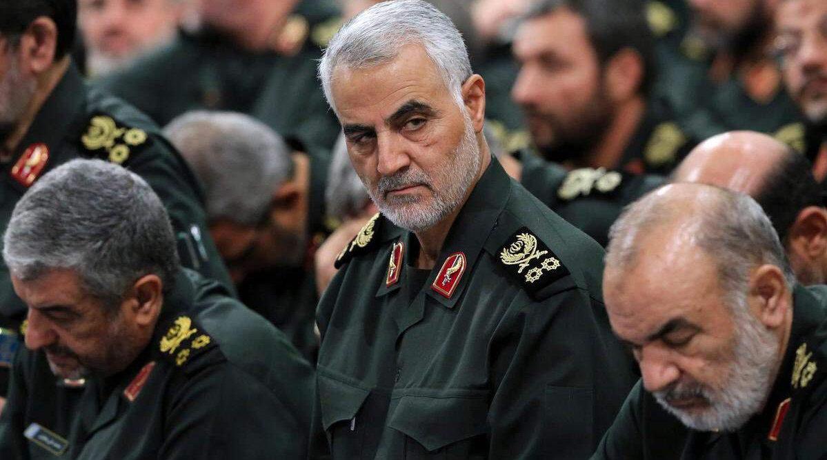伊朗2号人物被斩杀后,遗孀首次公开露面,率大批将军高呼报仇