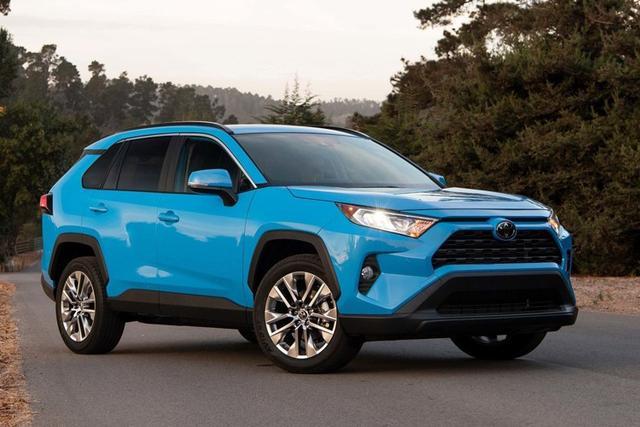 它是全球SUV销量冠军,如今换代轴距近2700mm,2.5L+8AT是亮点