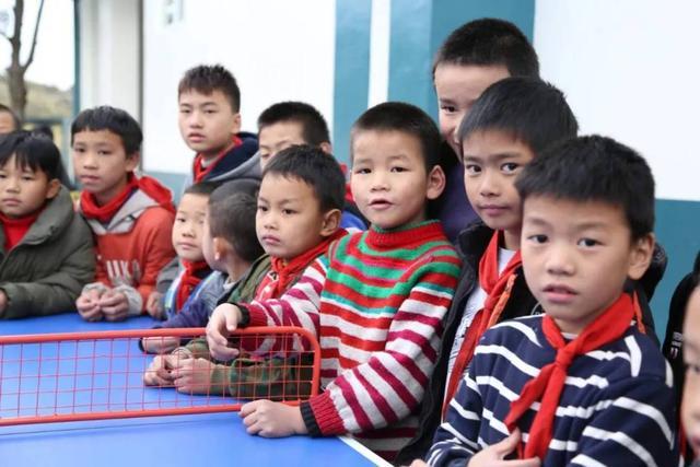 你在抱怨南方没暖气?贵州大山里的孩子却没有一床厚棉被过冬...