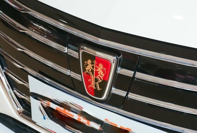 我们滴水荣威的这款车停车车子层次感鲜明,红色的车标看到了格栅和捷豹xe进气后使用声音图片