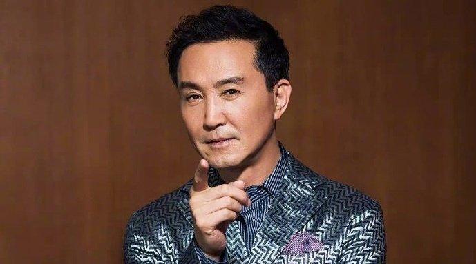 今日 的营业嘉宾是老戏骨@吴刚de微博 他是拿得了最佳男配、做得了最