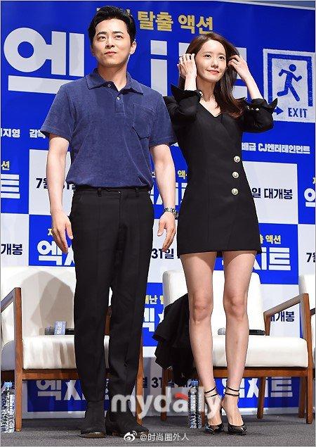 少女时代 穿黑色短裙现身电影《EXIT》的发布会,这身段和气质很赞。