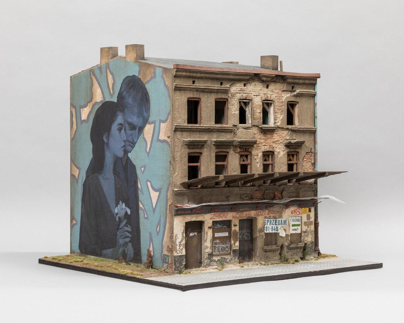 澳大利亚艺术家Joshua Smith乐于创作微缩的衰落城市景观不管是门上的