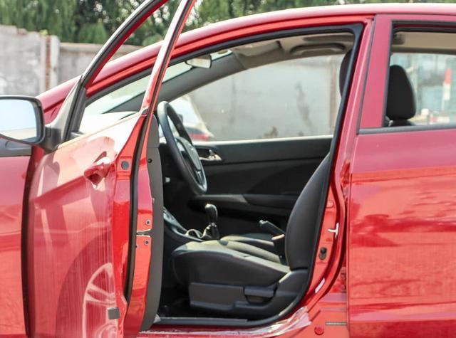 大方奢华的家轿,海马M3,车身比例完美,内饰动感十足