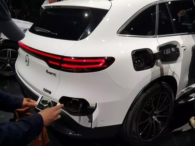 奔驰首款纯电动车,没有发动机,但却不一定符合中国人的胃口?