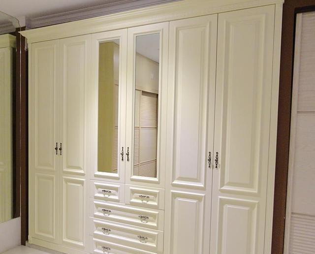 """卧室衣柜装修,做""""推拉门""""还是""""平开门""""?听听木工师傅怎么说"""