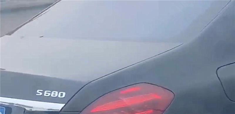 迈巴赫S680现杭州,侧面配V12,车型加价110万,还供不应求