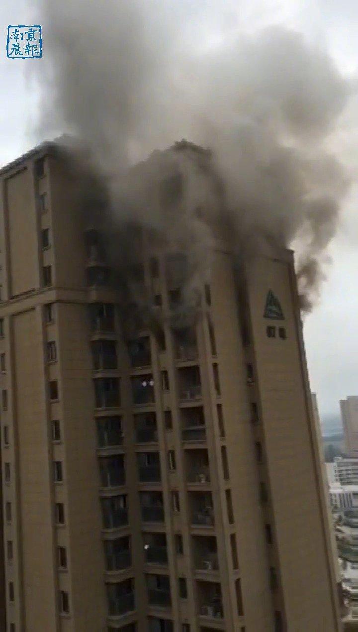 突发!南京浦口区一高层居民楼发生火灾,无人员伤亡