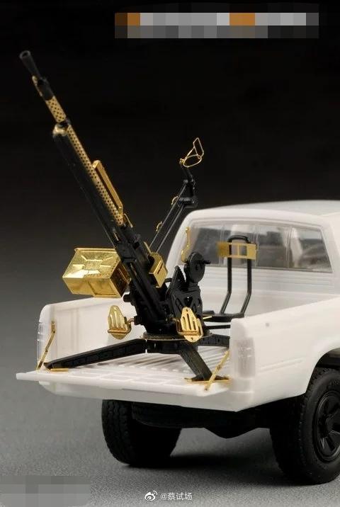 武装化丰田Hilux:桃包推送给我的,非常精准  别问我哪家,自己搜