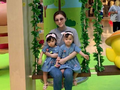 熊黛林郭可颂基因太强大,双胞胎女儿同个爸妈,长相却截然不同