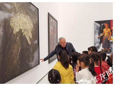 视频|长大后我就成了你!孩子们在美术馆画展上寻偶像