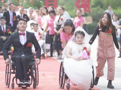 残疾人云客服曾遭歧视,如今嫁给正常人,事业爱情双丰收