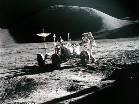 月球富含一种新型能源,可供我们人类使用上万年,值得开采