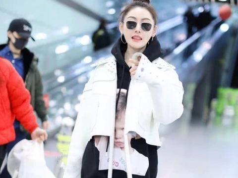 """终于信了张天爱96斤,当她""""秋裤外穿""""走机场,腿细到不敢想象"""
