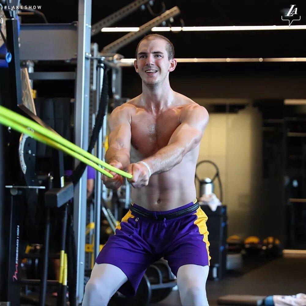 强壮肌肉!湖人官方发布亚历克斯-卡鲁索训练组图