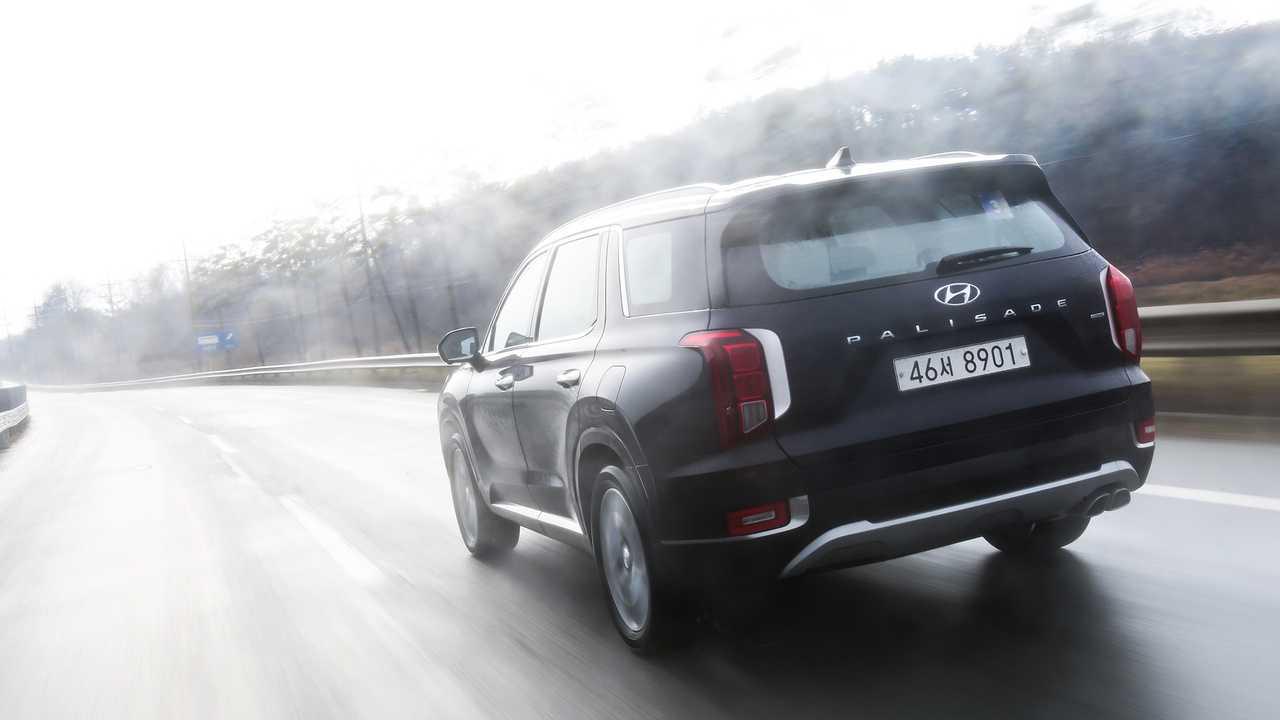 现代旗舰7座大型SUV将今年夏天上市 韩国抢先试驾它的原型车
