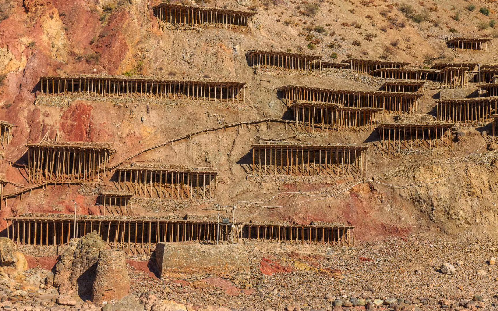 这处千年古盐田,位于芒康县南部的纳西乡、曲孜卡乡