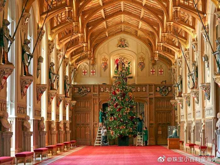 女王陛下的温莎城堡也开始了圣诞节的装扮和布置