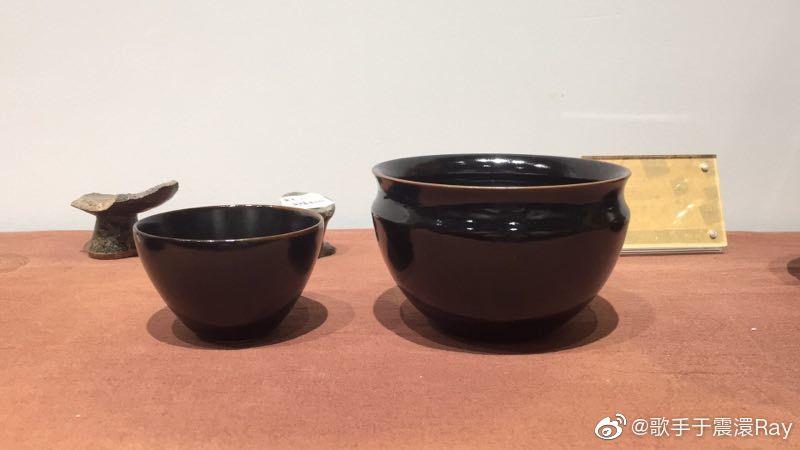 谢谢来自景德镇的@拾宋雅集  高振华老师赠予我的定窑黑釉茶盏和渣斗