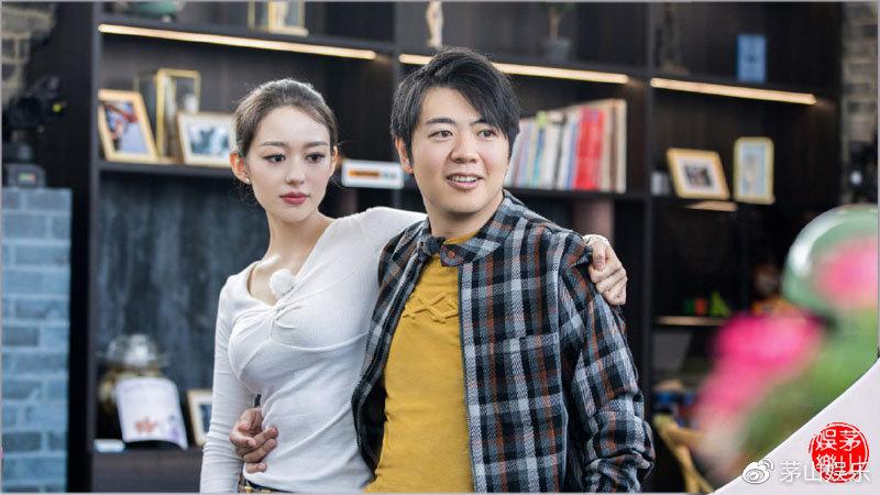 吉娜节目里大秀东北话,华裔李安琪上节目拒绝说中国话全程飙英语