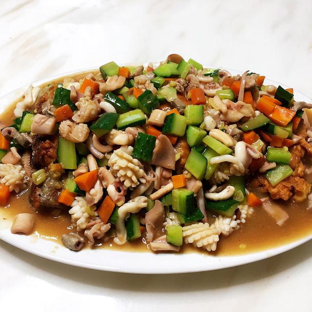 鱿鱼茄子,酸甜咸鲜,不比饭店的差,招待客人的硬菜