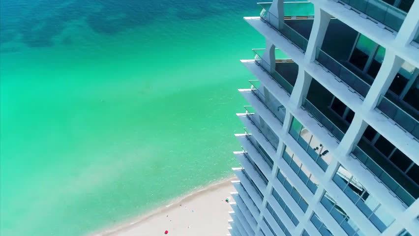 这是位于佛罗里达州迈阿密是一套顶层复式套房