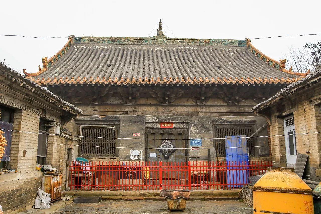 深藏农家小院里的旷世瑰宝:高平铁佛寺