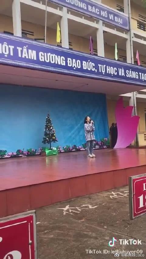 一位高中女生现场演唱《Dance Monkey》光听声音以为是原唱