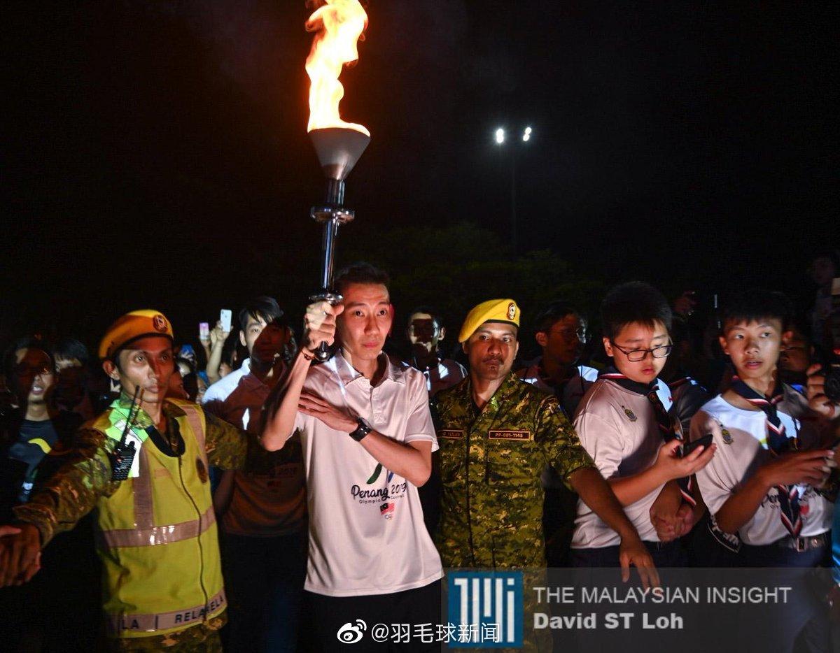 昨日,马来西亚槟城举办奥林匹克日活动,李宗伟是最后一棒火炬手