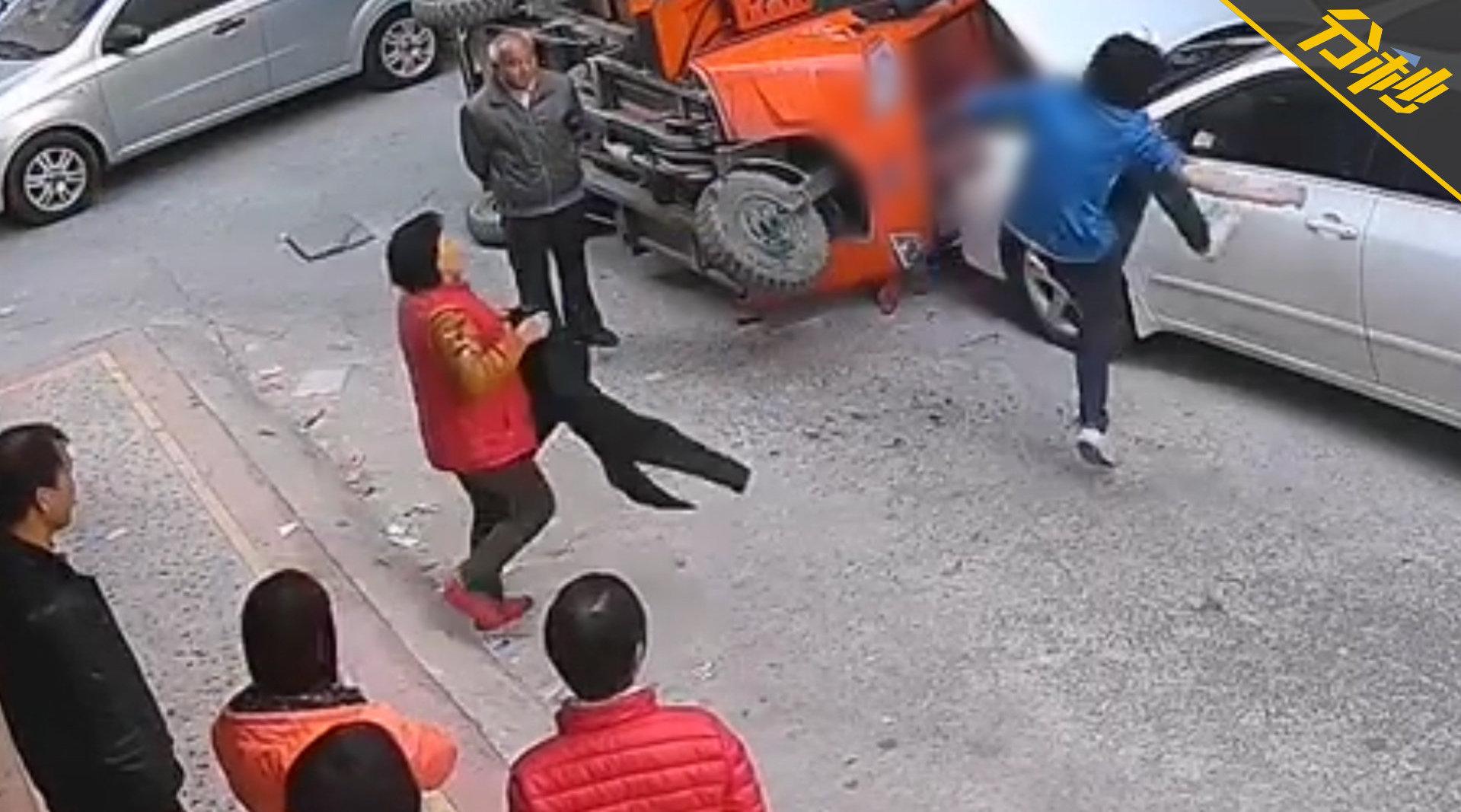 惠州一男子疑似精神病,动手伤人打砸车辆已被拘留