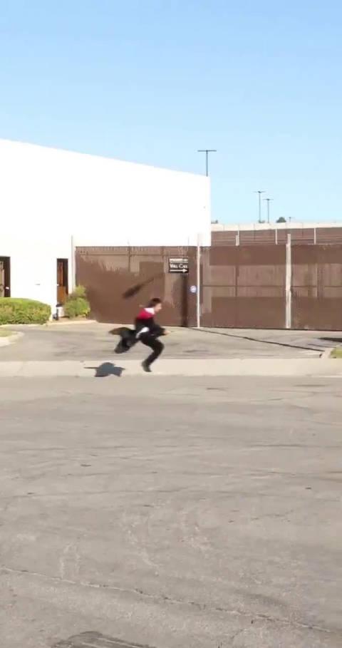 男巫Zach King最新视频!!!现实版《哈利波特》呀