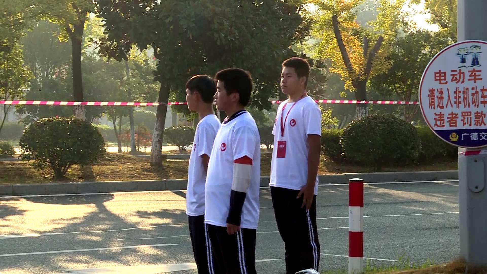 广德国际铁人三项赛的背后,还有一群志愿者在赛场的各个角落