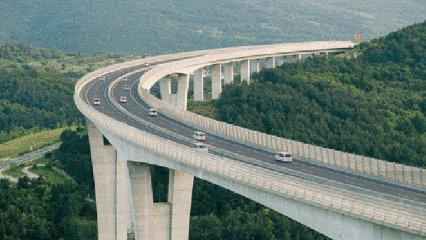 高速路为什么都是弯弯曲曲,而不是两点一线?很多车主都不知道