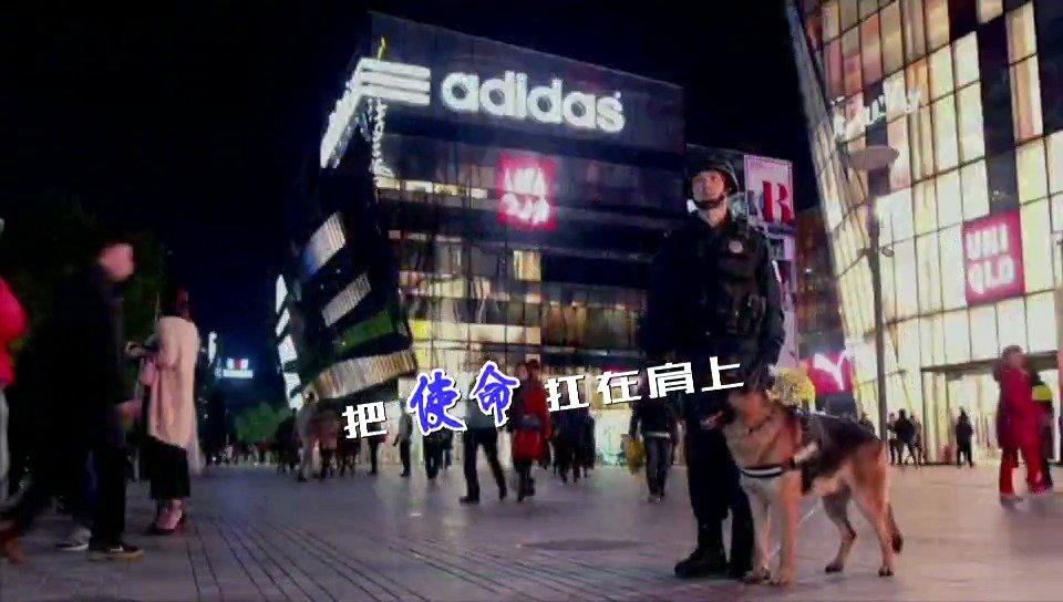 北京反恐特警用中文和4种外语做安全提示,可以说很硬核了!