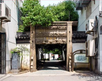 苏州古城最接地气的就是街巷,阳光穿过绿叶,洒下一地斑驳
