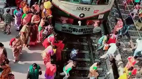 第一次看到印度火车站,我彻底被震惊!