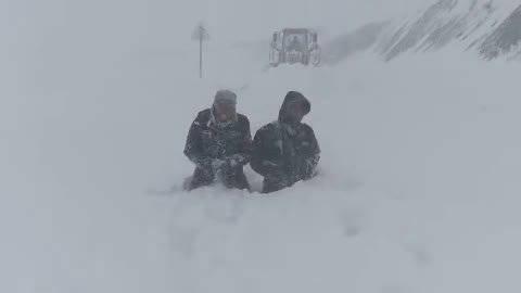 再恶劣的天气,再困难的条件,也无法阻挡我们的脚步!中警君